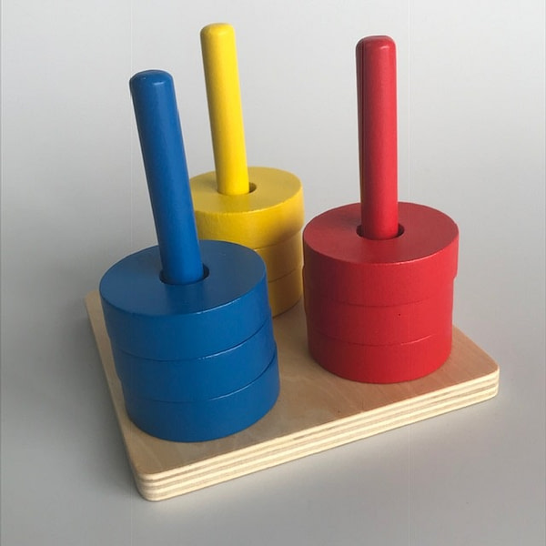 3 Coloured Discs on 3 Coloured Dowels