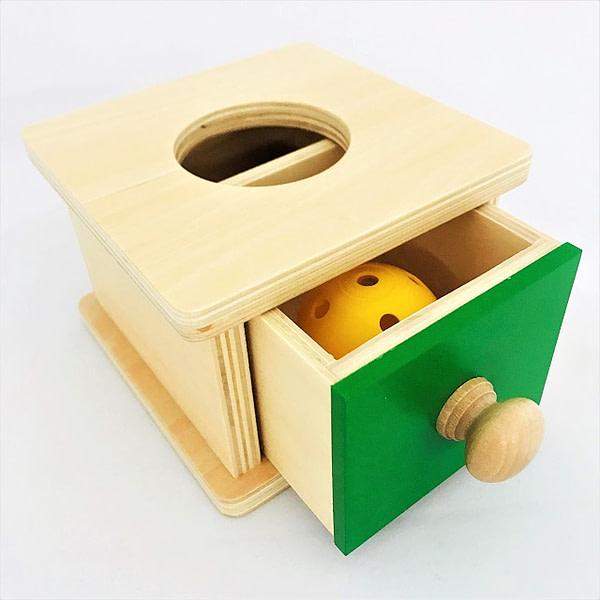 Imbucare Box with 1 Yellow Knit Ball
