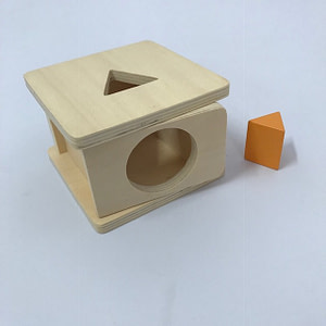 Imbucare Box with 1 Yellow Triangular Prism